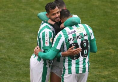 Elton de la Juventude célèbre avec ses coéquipiers après le match du 27 juin 2021